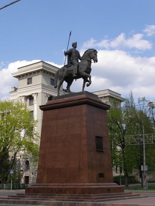 Памятник основателям Харькова