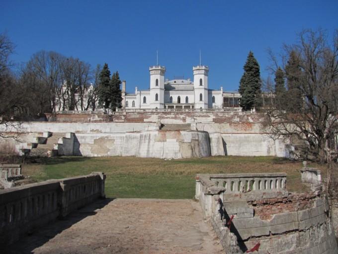 Замок в Шаровке