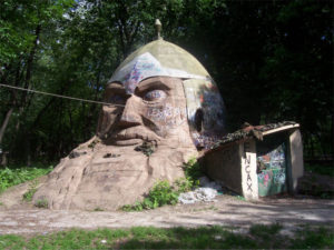 Памятник голове дядьки Черномора