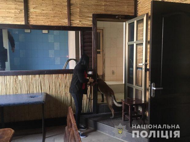 Полиция ищет бомбы в пяти отелях Харькова