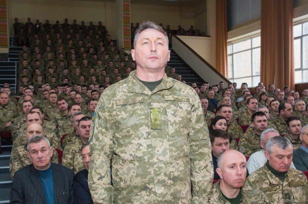Министр обороны представил личному составу ХНУВС имени Кожедуба нового начальника ВУЗа