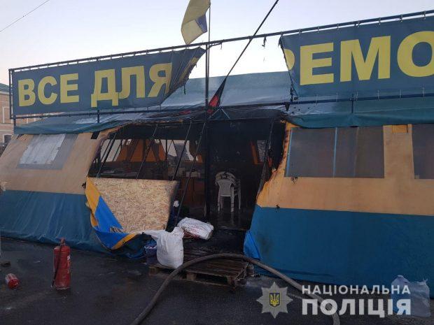 Харьковская полиция установила причастного к поджогу волонтерской палатки на площади Свободы