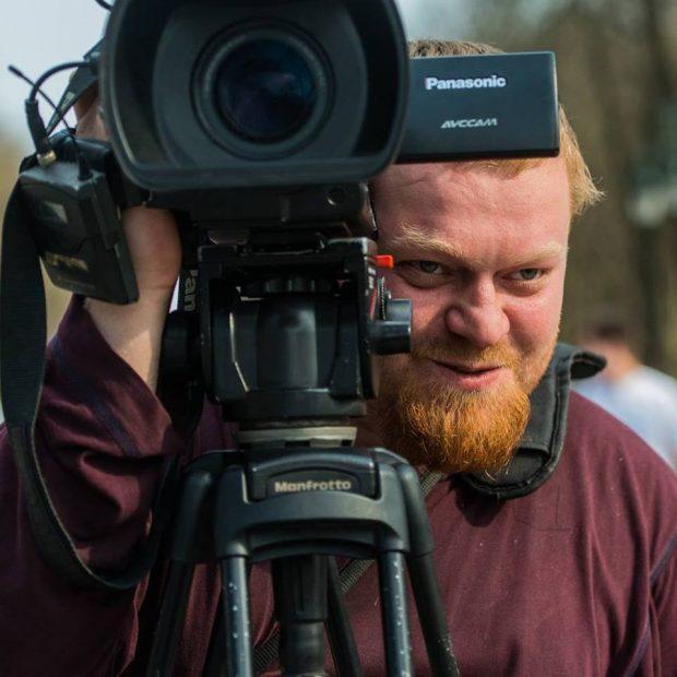 Во время столкновений на территории ТЦ «Барабашово» избили оператора службы новостей