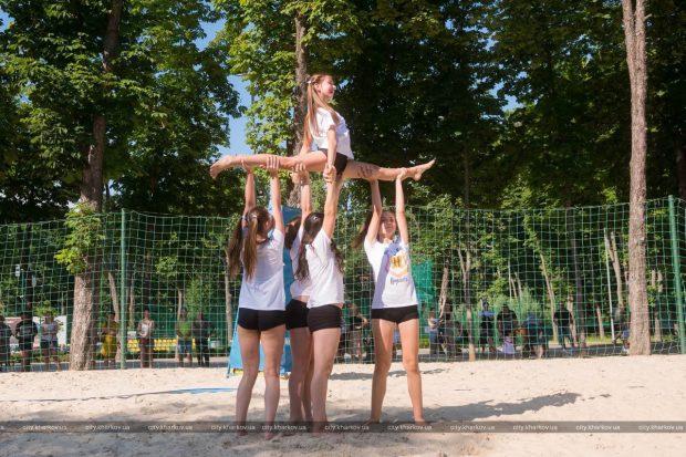 В парке Горького прошел фестиваль пляжного черлидинга
