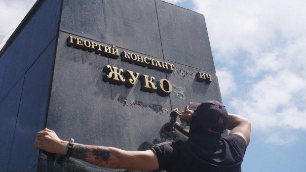 В МИД РФ считают снос бюста Жукову вызовом для Зеленского