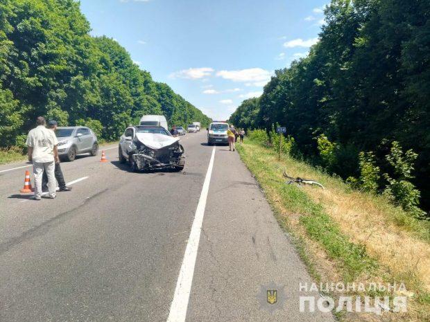 Под Харьковом в результате столкновения иномарки и микроавтобуса погиб мужчина