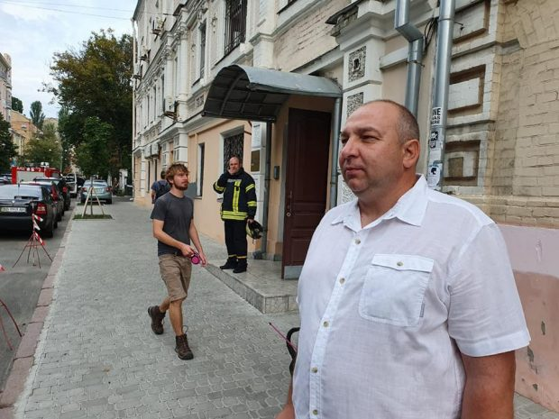 Директор Октябрьского лесхоза, который докладывал о вырубке Зеленскому, говорит, что его хотят уволить
