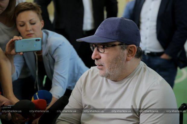 Геннадий Кернес провел сессию городского совета на украинском языке