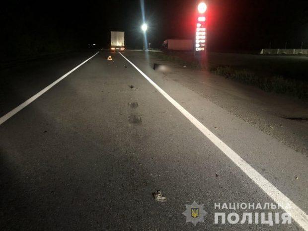Под Харьков грузовик насмерть сбил мужчину