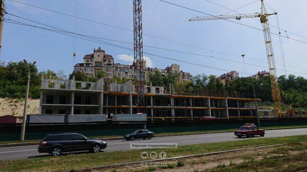 На Клочковской вместо обещанного спорткомплекса строят многоэтажку