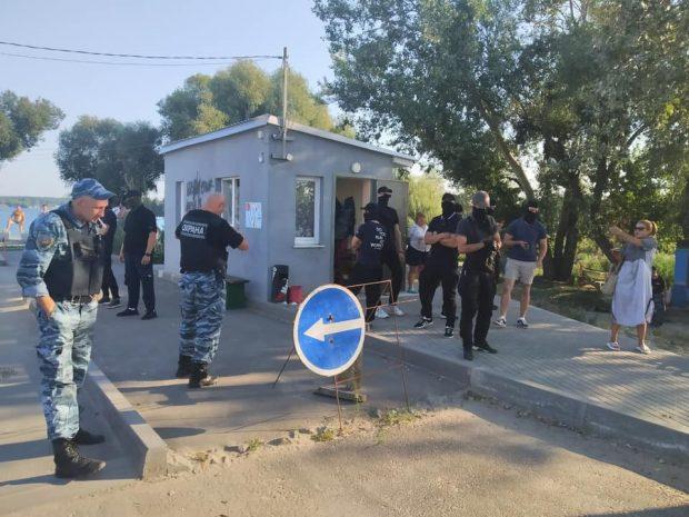 Зеленского просят решить вопрос с незаконным перекрытием доступа к воде на Безлюдовке