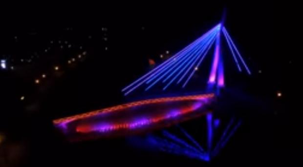 Кернес показал новую подсветку моста на «Стрелке»