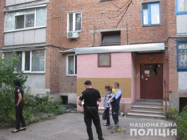 В Харькове мужчина вытолкнул женщину из окна четвертого этажа