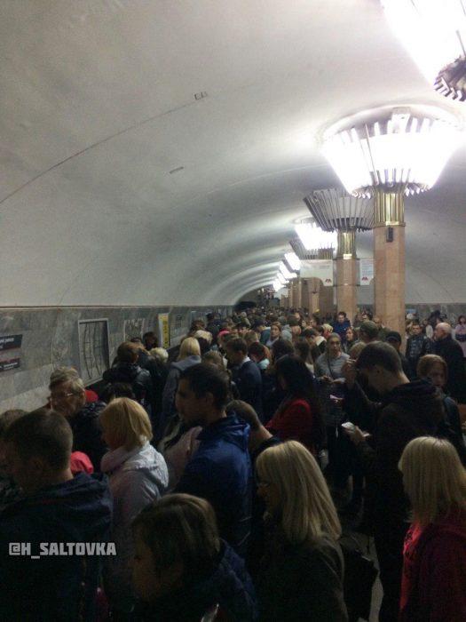 В Харькове на «красной» ветке метро сломанный поезд на 15 минут заблокировал движение