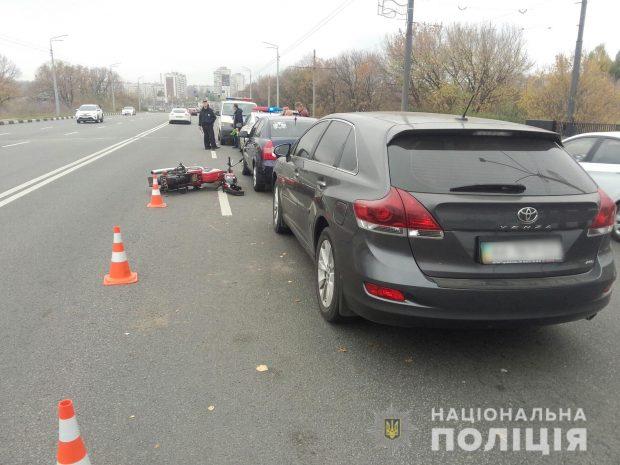 В Харькове в результате аварии пострадал водитель мотоцикла