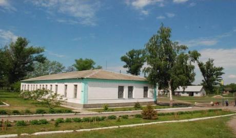 Из-за урагана первоклассников Малиновского лицея отправили на вынужденные каникулы