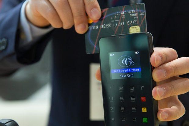 Покупки в интернет-магазине, кредитная карта, оплата и скидки