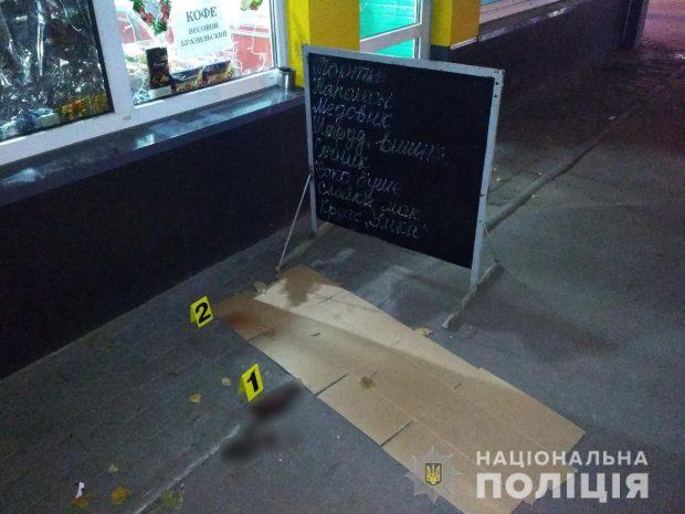 В Харькове на рынке между мужчина произошла ссора: один с ранением попал в больницу