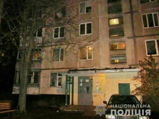 В Харькове неизвестные бросили на балкон квартиры бутылку с зажигательной жидкостью