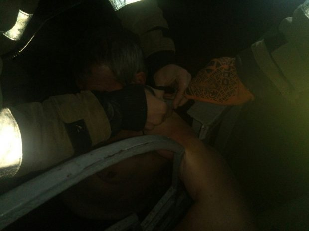 Под Харьковом спасатели достали мужчину, застрявшего в металлическом забор