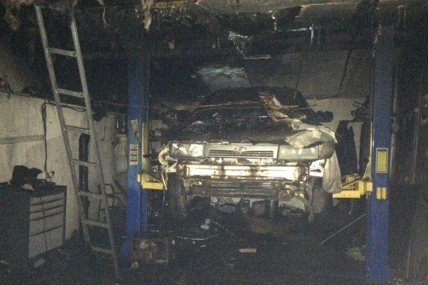 В Харькове в гаражном кооперативе сгорело три автомобиля
