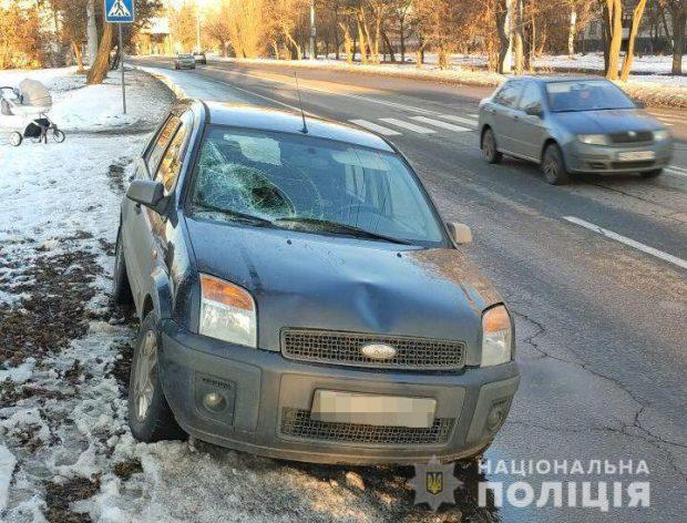 В Харькове водитель автомобиля сбил мужчину с коляской