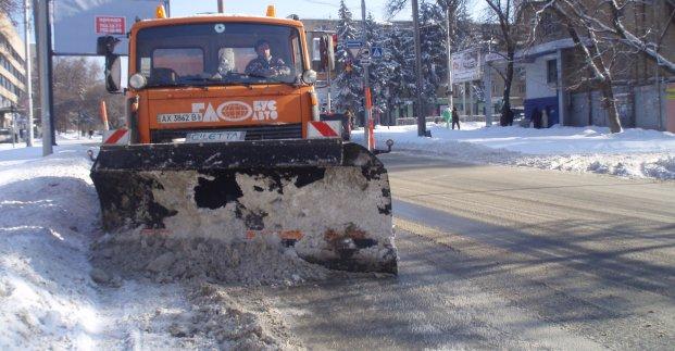 На улицах города работают 70 снегоуборочных машин