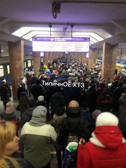 В метро поезд не смог отправится со станции